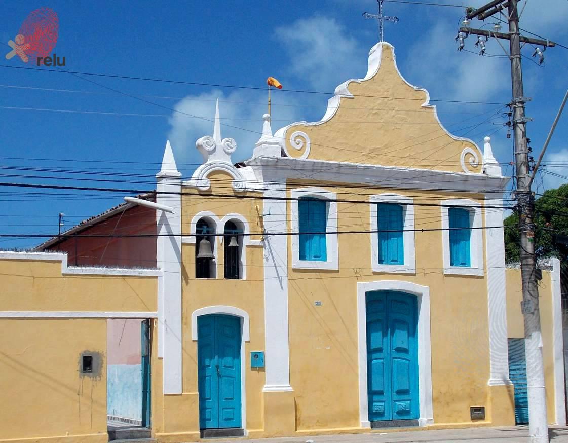 Foto recente da igreja Nossa Senhora da Guia vista do ângulo esquerdo